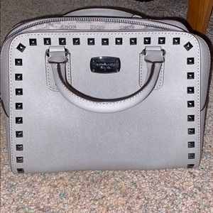 Gently used Michael khors purse in great condition